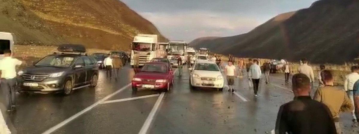 Erzincan-Sivas karayolunda heyelan meydana geldi -4
