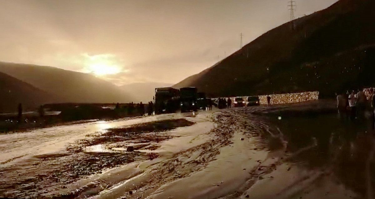 Erzincan-Sivas karayolunda heyelan meydana geldi -5