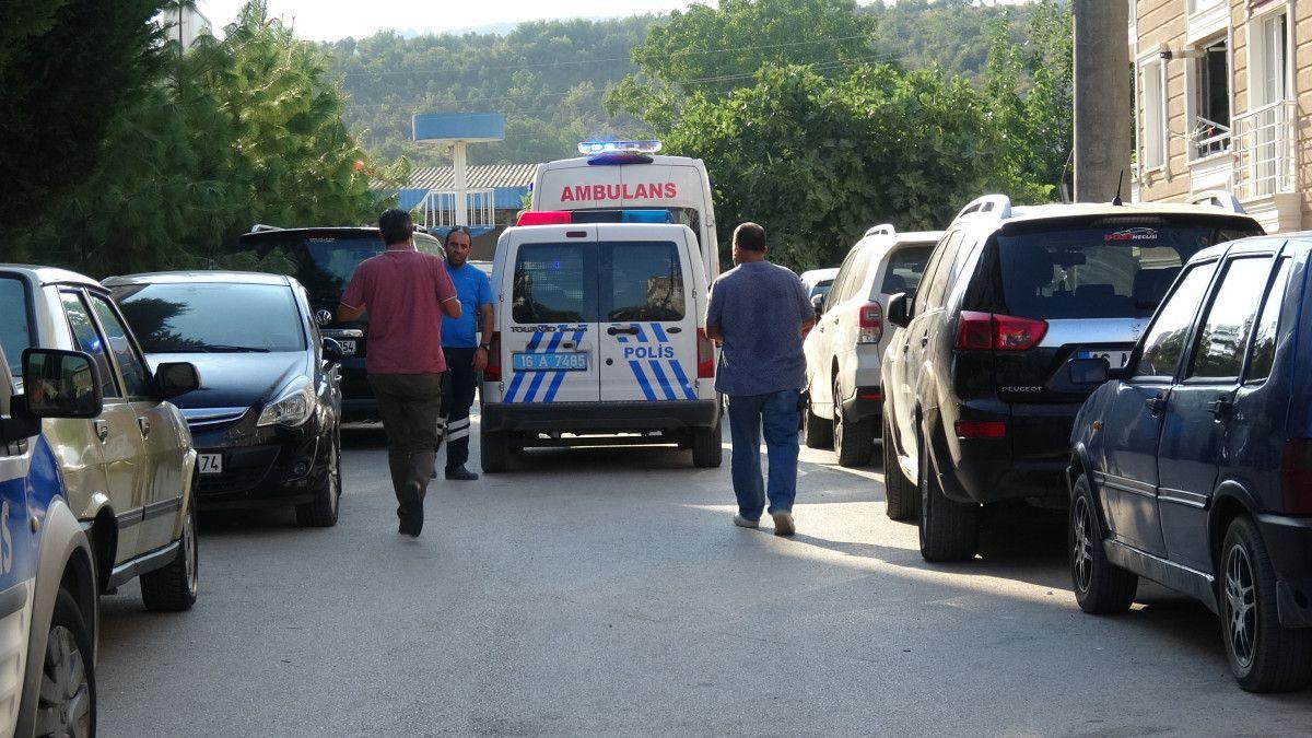 Bursa da bir kişinin, apartman merdiveninde cansız bedeni bulundu #1