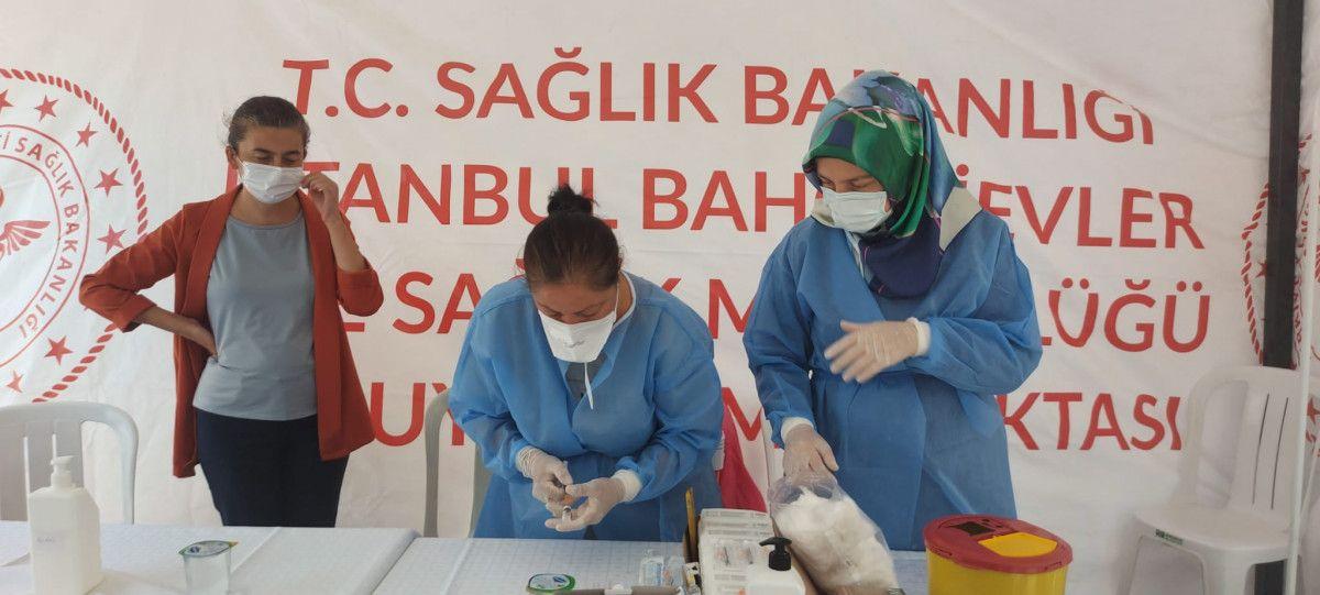 Bahçelievler'de cami avlusuna seyyar aşı istasyonu kuruldu #3