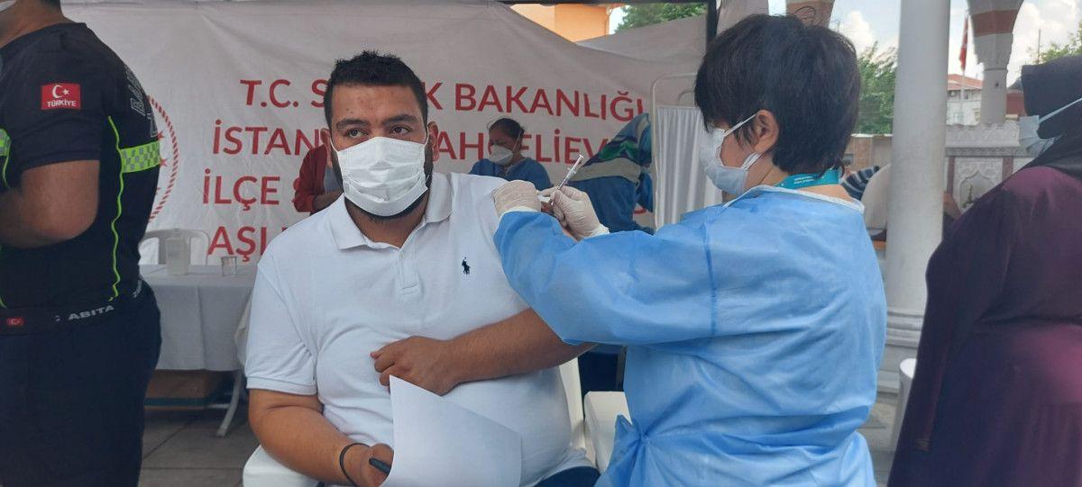 Bahçelievler'de cami avlusuna seyyar aşı istasyonu kuruldu #2