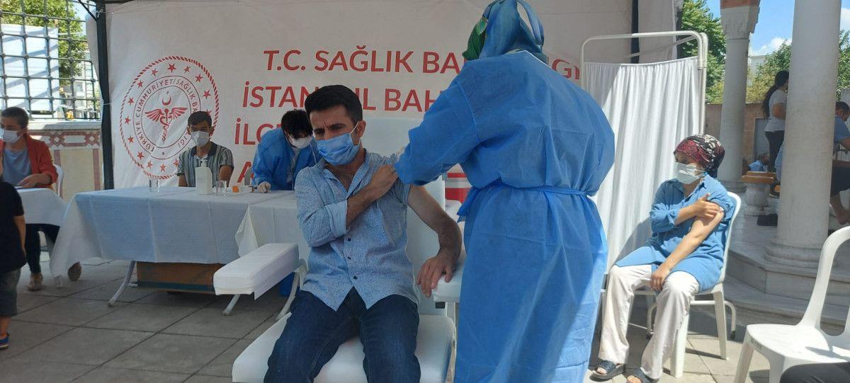 Bahçelievler'de cami avlusuna seyyar aşı istasyonu kuruldu #6