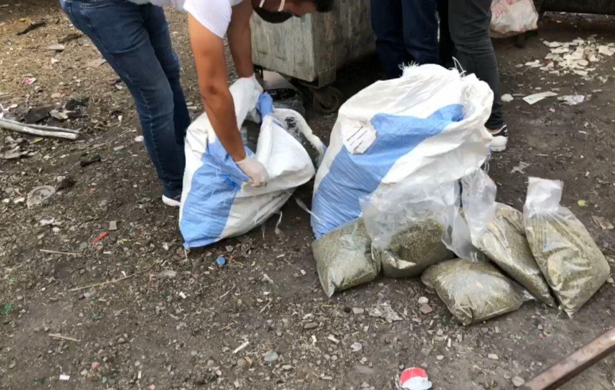 Bursa da çöp konteynerinden 28 kilo bonzai çıktı #4