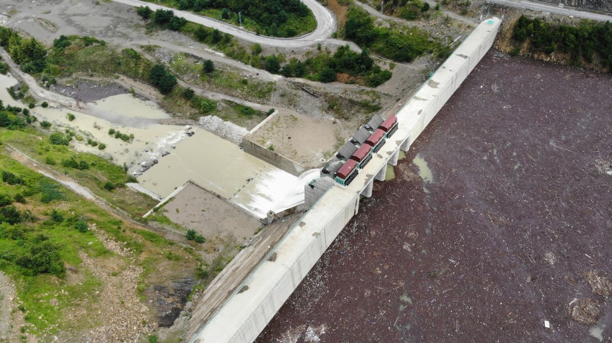 Bartın da selin getirdiği ağaçlar, Kirazlı Barajı'nı tehdit ediyor #3
