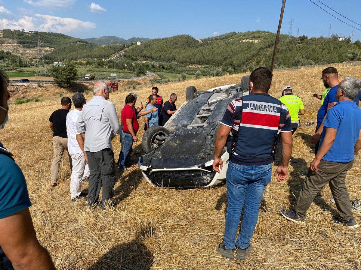 Osmaniye de otomobil, bariyere çarpıp şarampole yuvarlandı #1