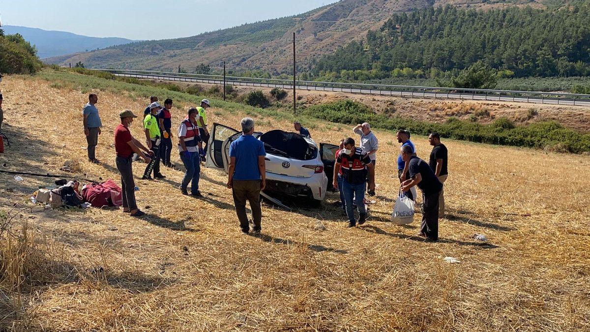 Osmaniye de otomobil, bariyere çarpıp şarampole yuvarlandı #2