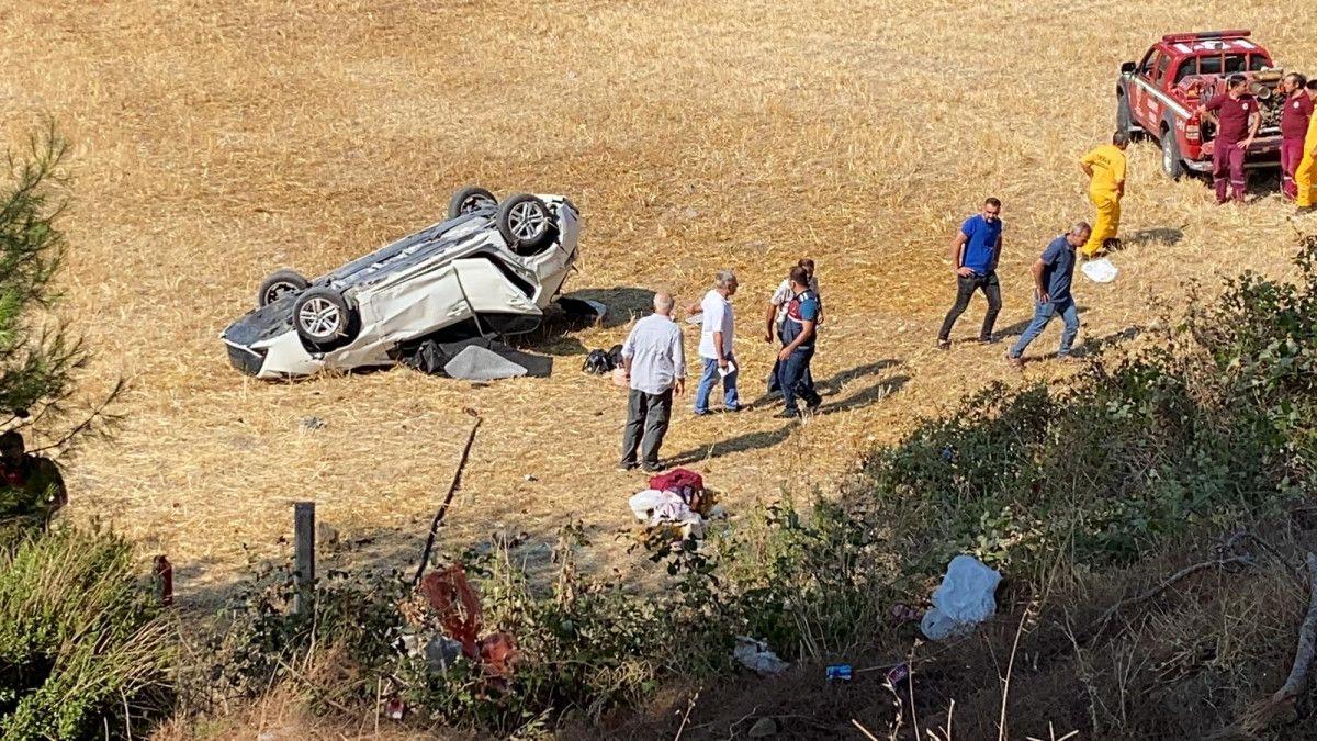 Osmaniye de otomobil, bariyere çarpıp şarampole yuvarlandı #7