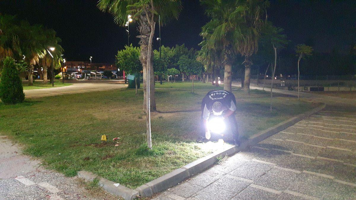 Adana da tartıştığı kişiyi boynundan bıçaklayan saldırgana, otobüs çarptı #6