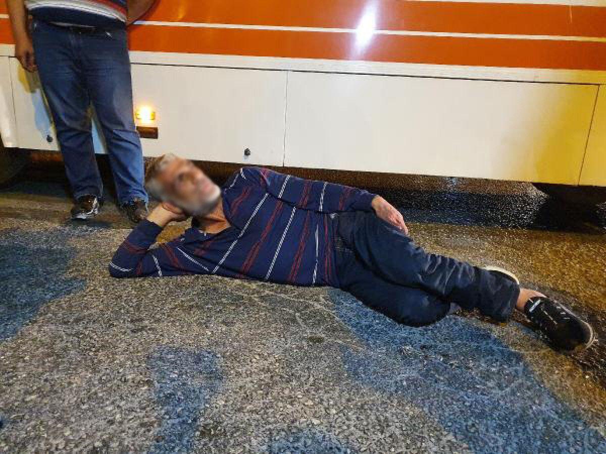 Adana da tartıştığı kişiyi boynundan bıçaklayan saldırgana, otobüs çarptı #2