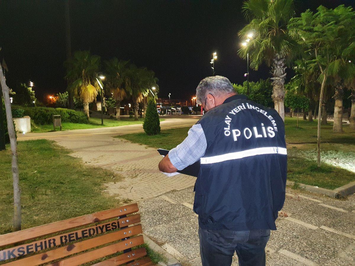 Adana da tartıştığı kişiyi boynundan bıçaklayan saldırgana, otobüs çarptı #4