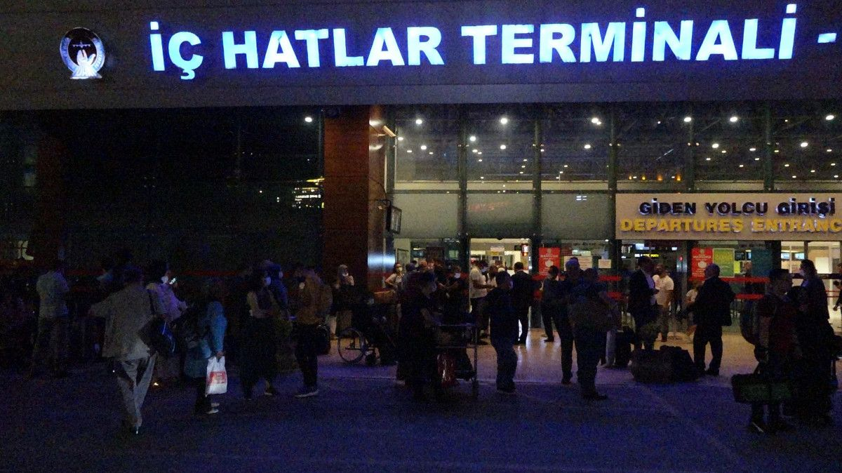 Trabzon Havalimanı nda pist çatladı, uçuşlar iptal edildi #8