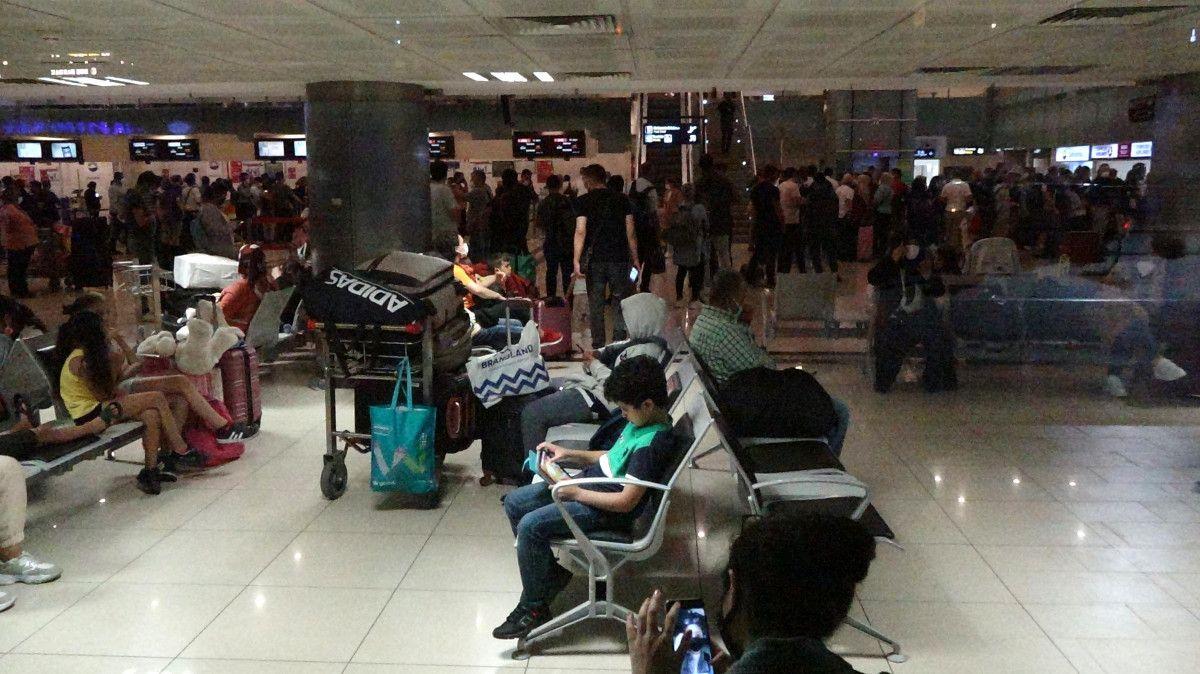 Trabzon Havalimanı nda pist çatladı, uçuşlar iptal edildi #9