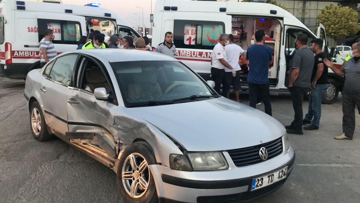 Elazığ da düğüne giderken teyzesinin kaza yaptığını gören gelin, ambulansa koştu #6