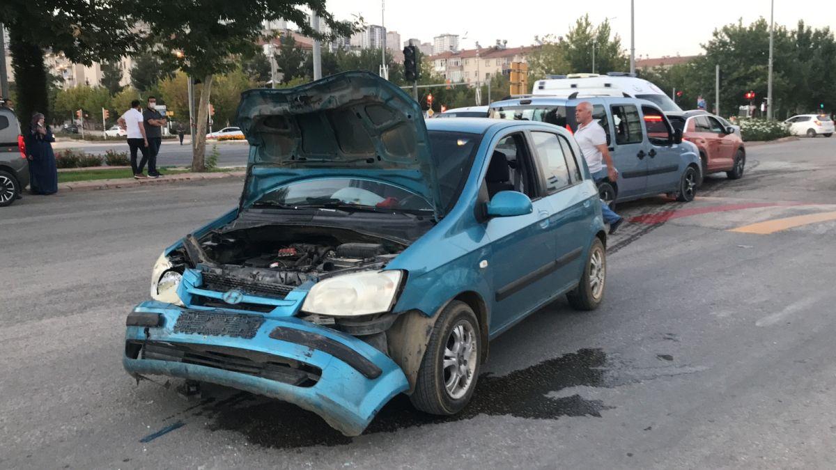 Elazığ da düğüne giderken teyzesinin kaza yaptığını gören gelin, ambulansa koştu #5