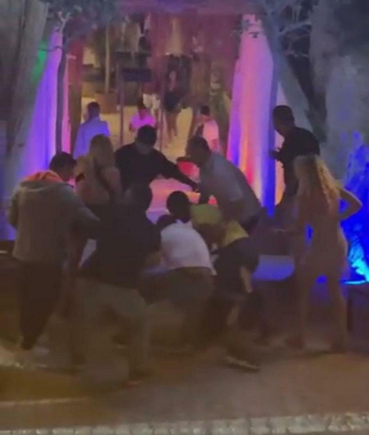 Çeşme de gece kulübündeki kavgada 1 kişinin öldürülme anı kamerada #1