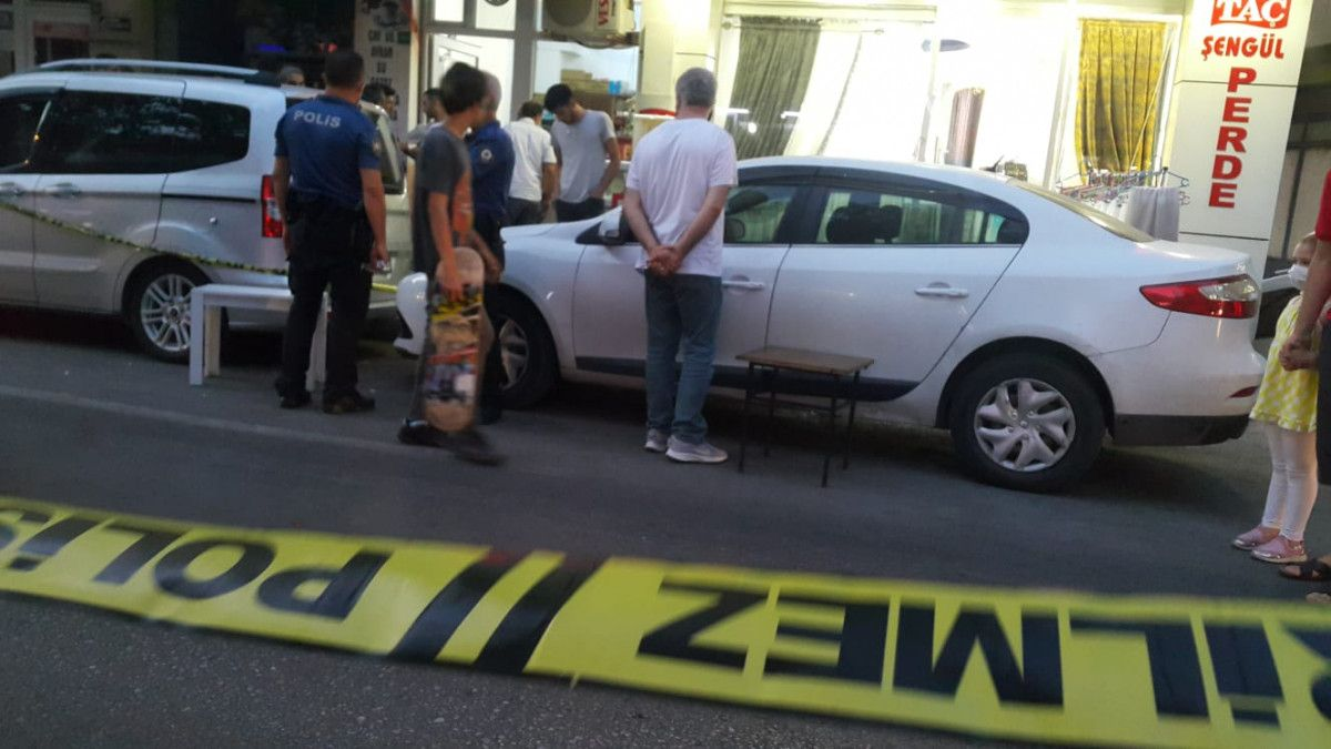 Bursa da otomobilden cadde ortasında rastgele ateş açıldı #3