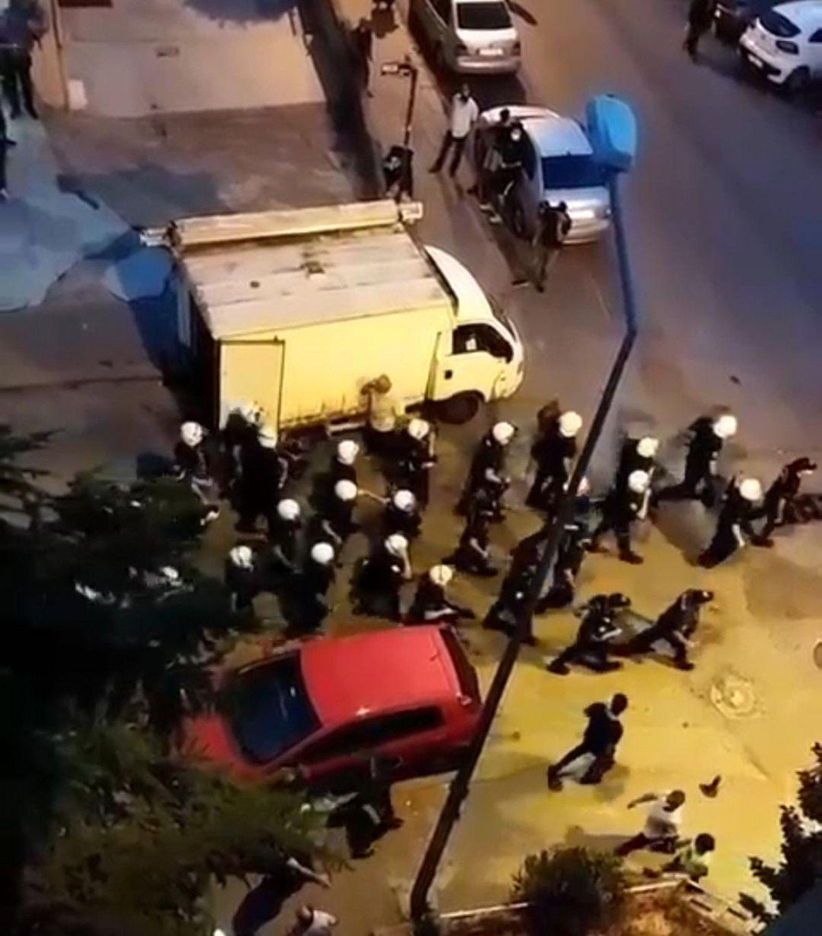 Ankara da esnaf ile müşteri arasında ezik şeftali kavgası #5