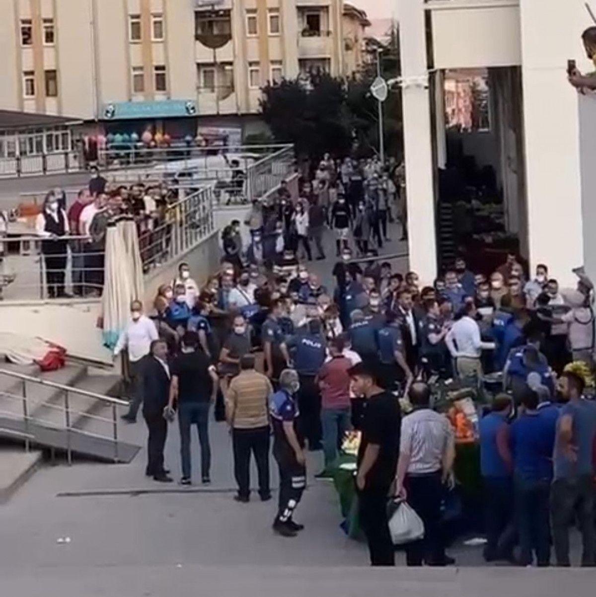 Ankara da esnaf ile müşteri arasında ezik şeftali kavgası #3