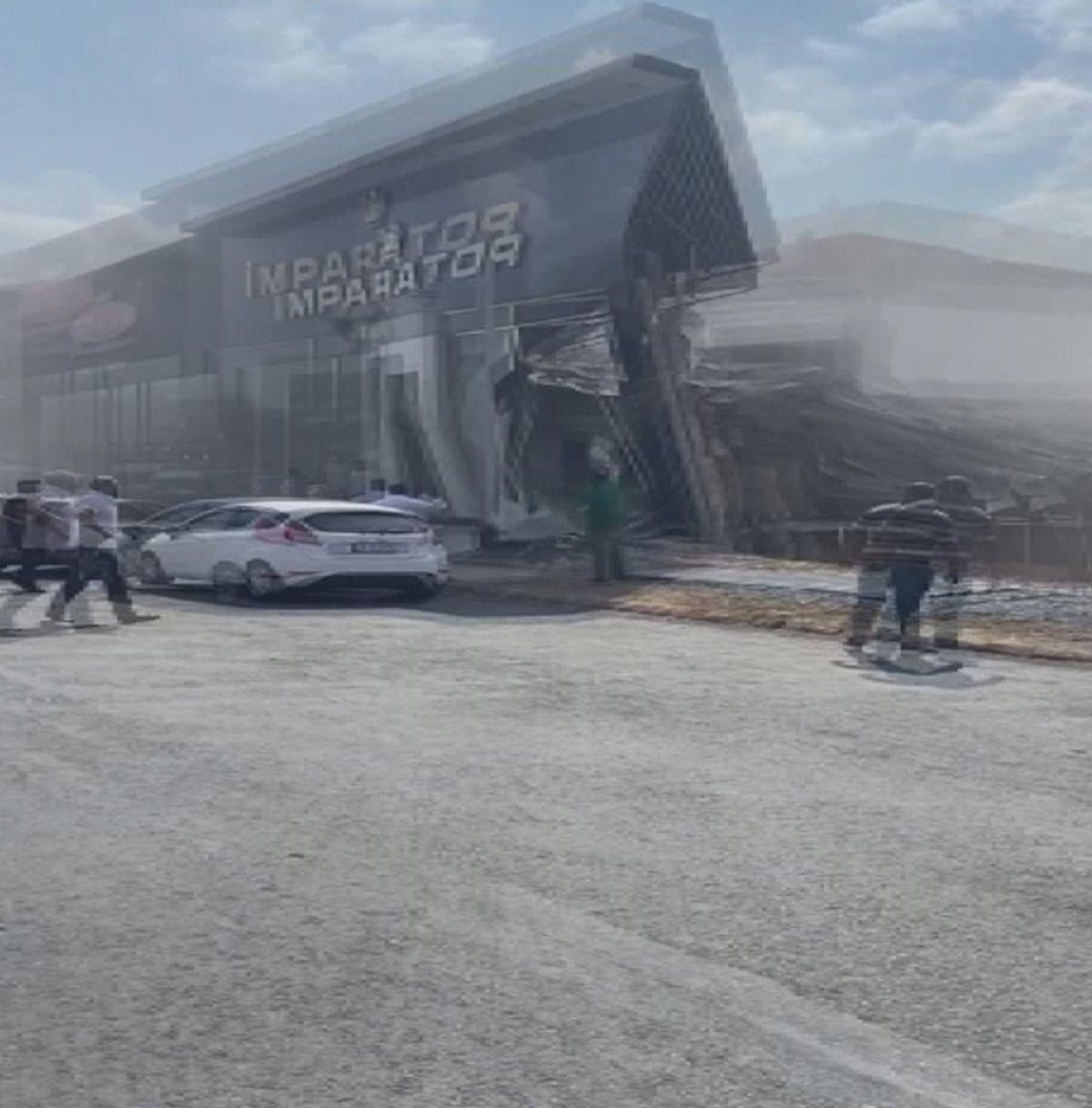 İstanbul İkitelli deki sanayi sitesinde bina çöktü #4
