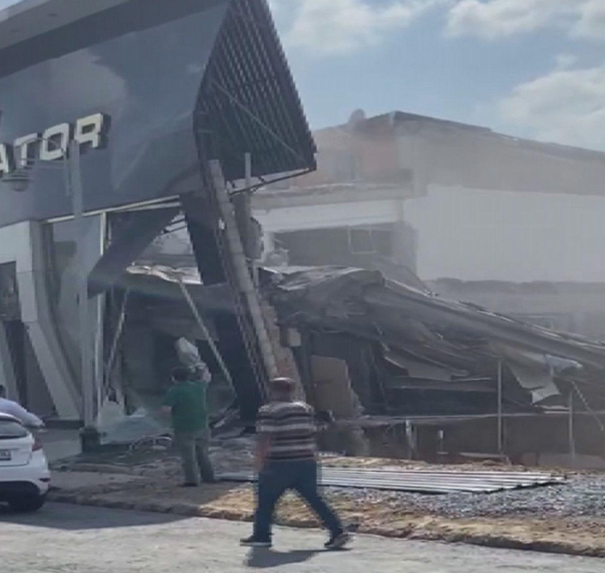 İstanbul İkitelli deki sanayi sitesinde bina çöktü #2
