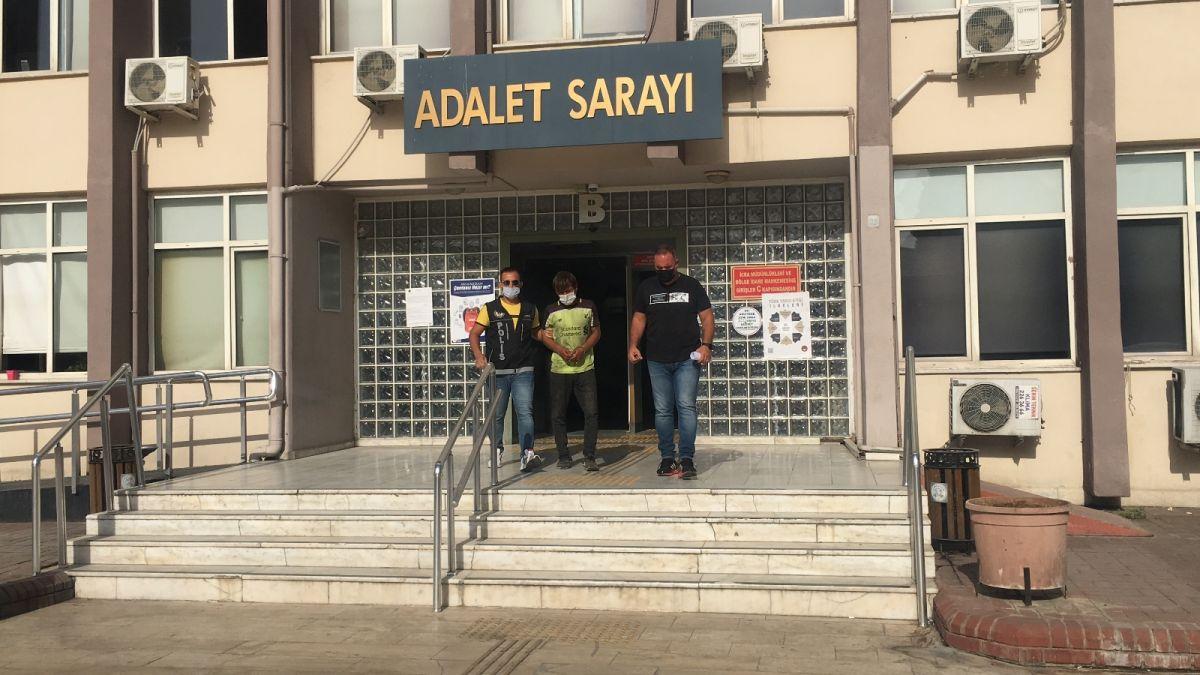 Aydın da uyuşturucudan tutuklanan şahıs, gazetecilere ayakkabısını fırlattı #2