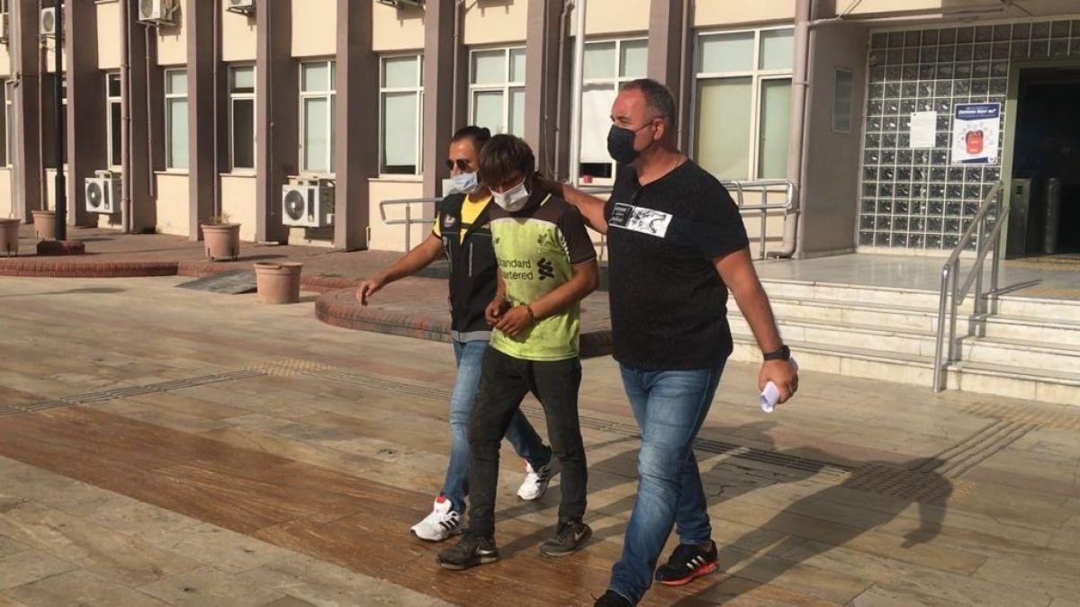 Aydın da uyuşturucudan tutuklanan şahıs, gazetecilere ayakkabısını fırlattı #1