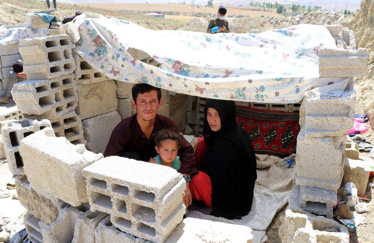 Eşi ve bebeğiyle Afganistan dan Van a gelen adam, ölüm korkusu yaşıyor #1