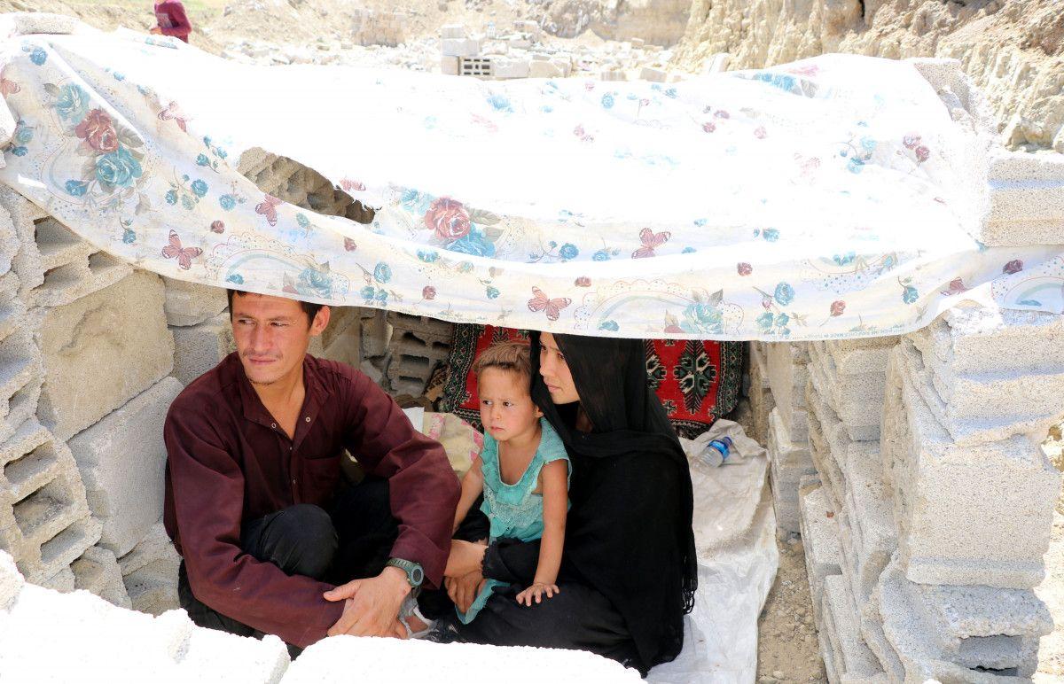 Eşi ve bebeğiyle Afganistan dan Van a gelen adam, ölüm korkusu yaşıyor #4