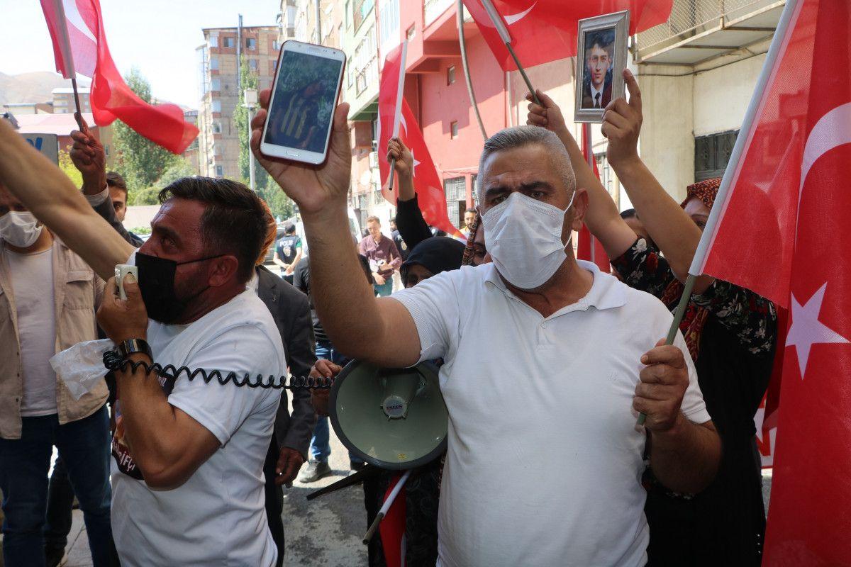 Hakkari de HDP yi protesto eden baba, kızının polis olmak istediğini söyledi #6