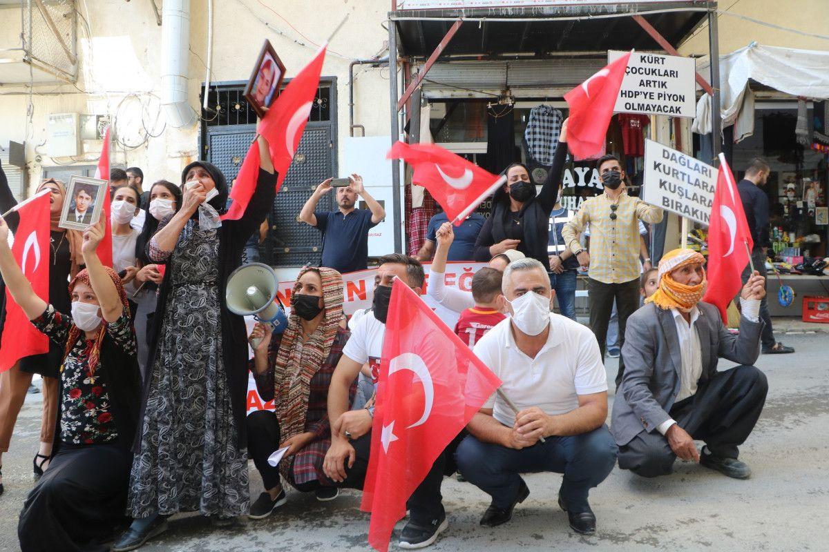 Hakkari de HDP yi protesto eden baba, kızının polis olmak istediğini söyledi #1