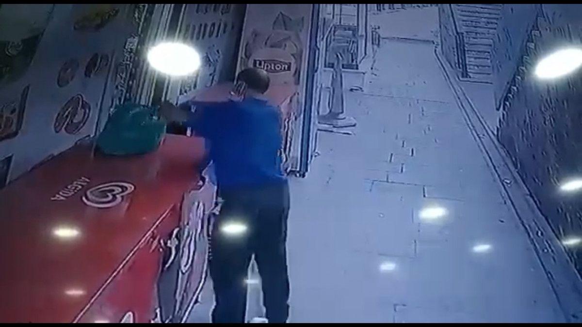 Küçükçekmece de market sahibinin parasını alıp kaçan hırsız kamerada #3