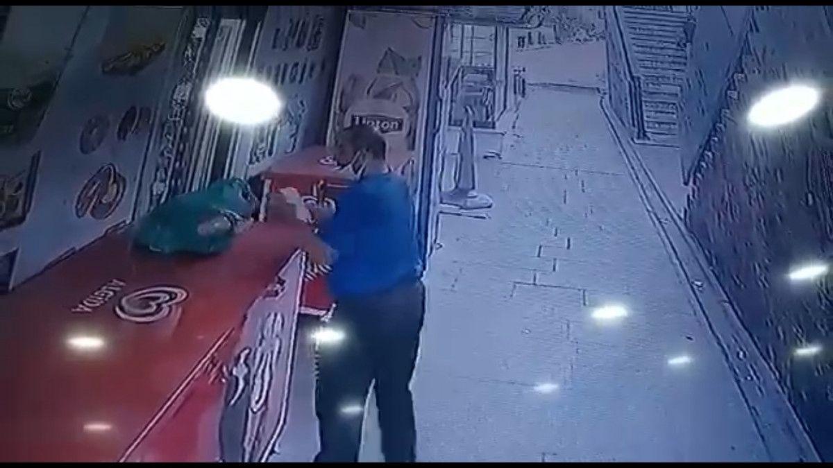 Küçükçekmece de market sahibinin parasını alıp kaçan hırsız kamerada #4
