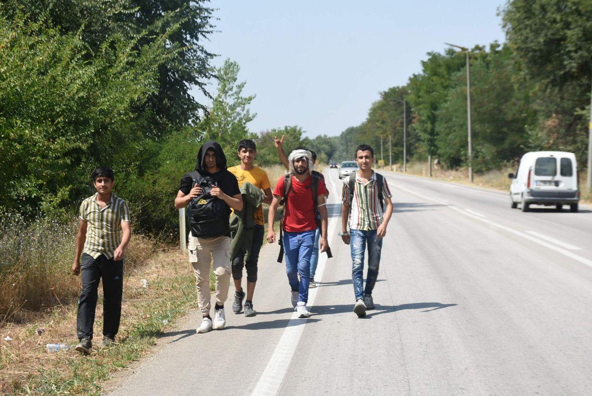 Edirne, Yunan sınırının açıldığı iddiasına inanan Afgan göçmen akınına uğradı #3