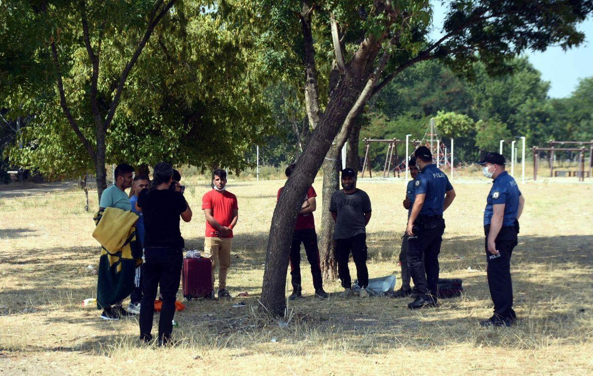 Edirne, Yunan sınırının açıldığı iddiasına inanan Afgan göçmen akınına uğradı #2