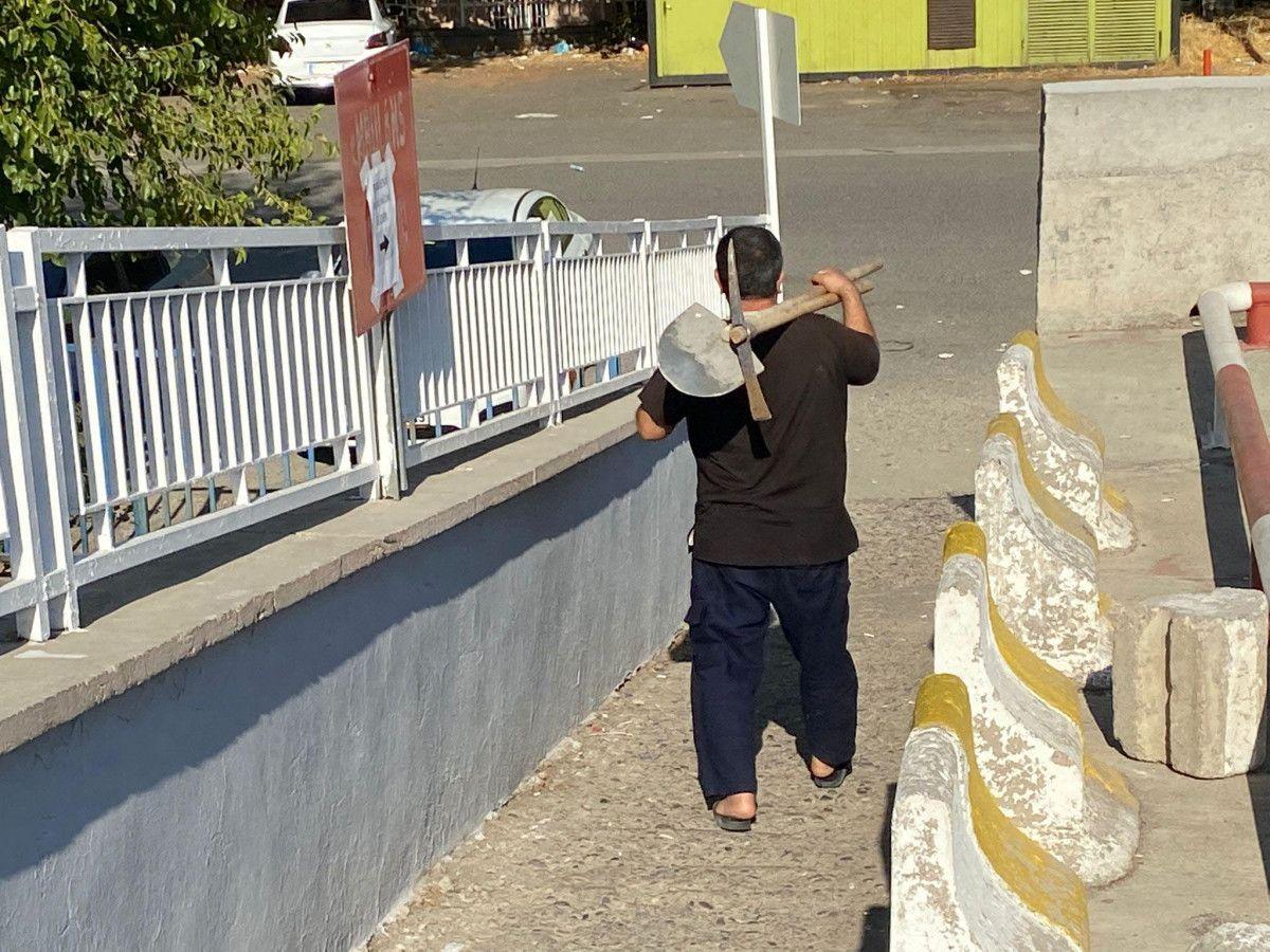 Diyarbakır da akıma kapılan hastayı, yakınları hastane bahçesine gömmek istedi #5