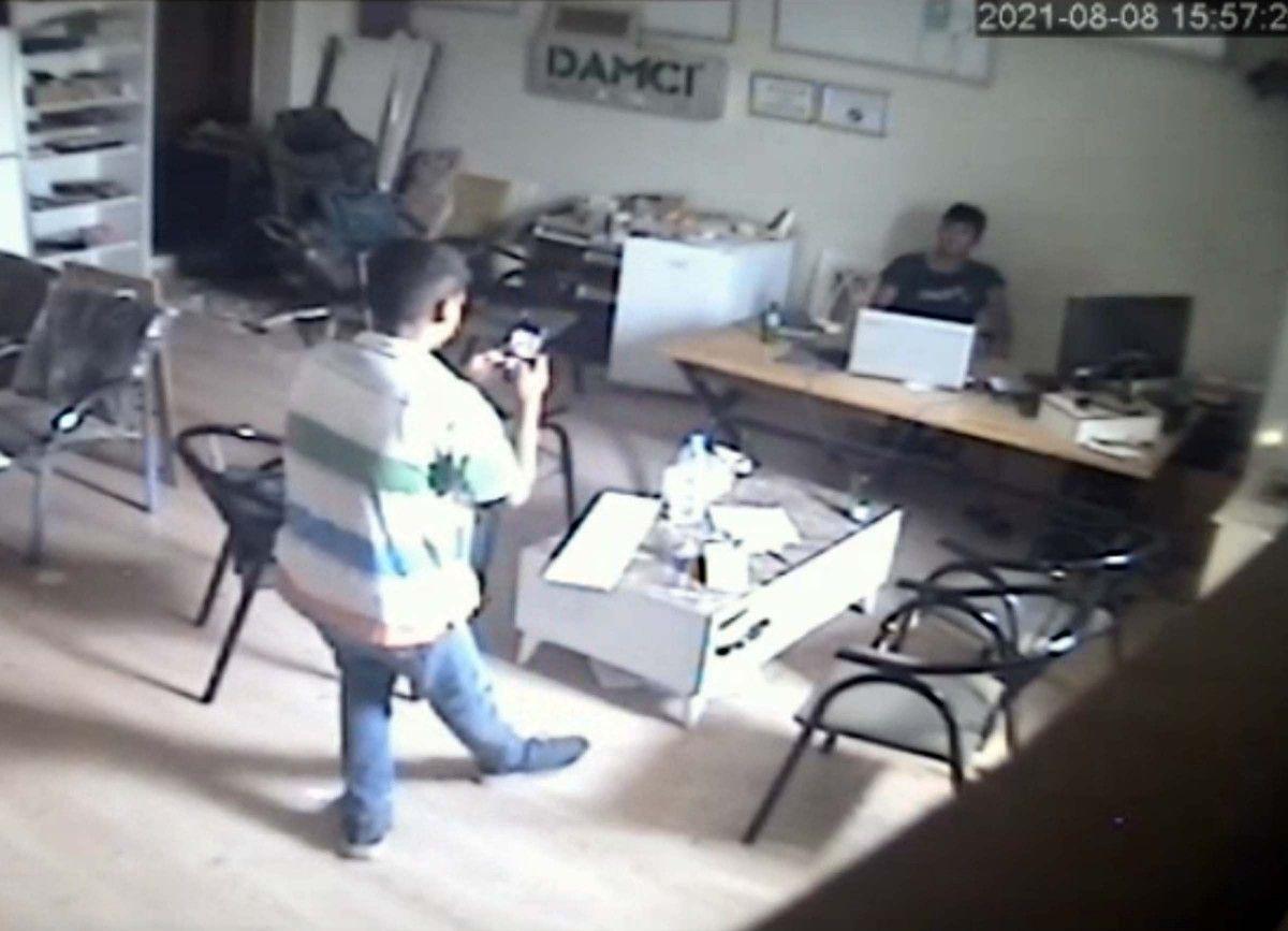 Osmaniye de hırsızlar, girdikleri iş yerinde fotoğraf çekilip eğlendi #2
