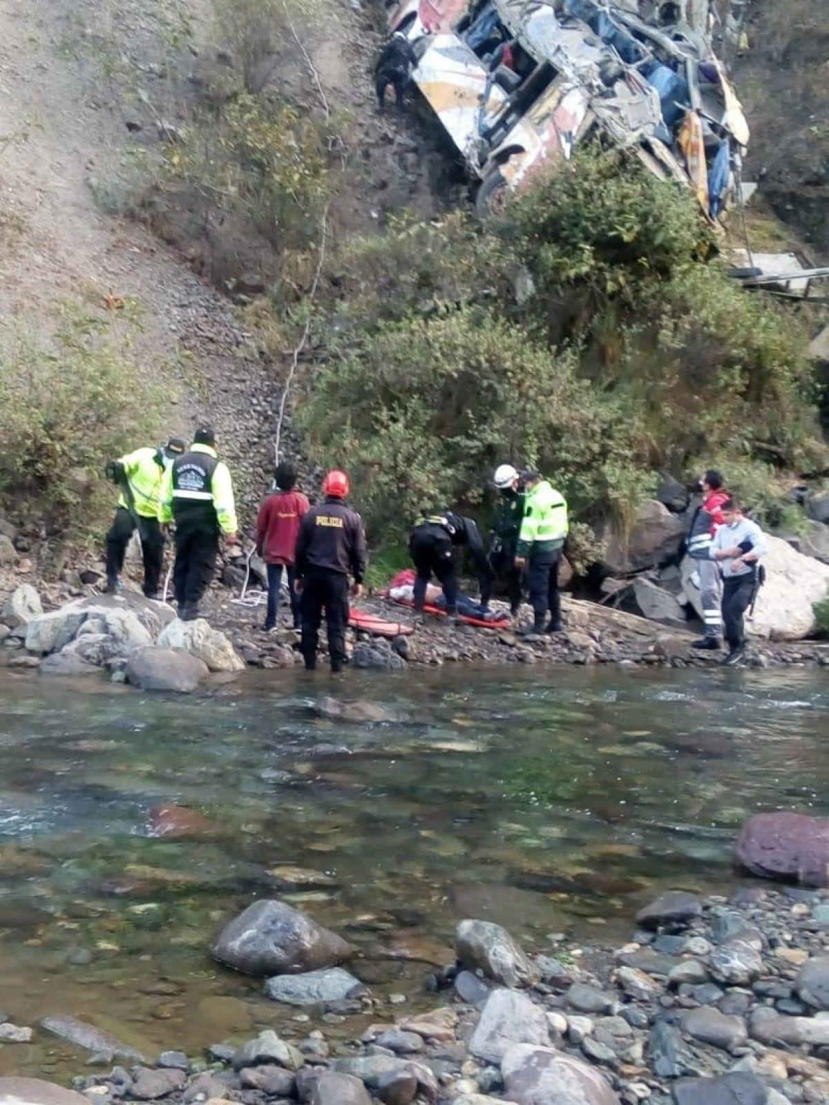 Peru'da otobüs uçuruma yuvarlandı: 29 ölü #4