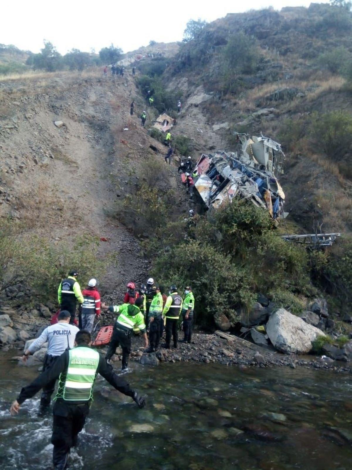 Peru'da otobüs uçuruma yuvarlandı: 29 ölü #3