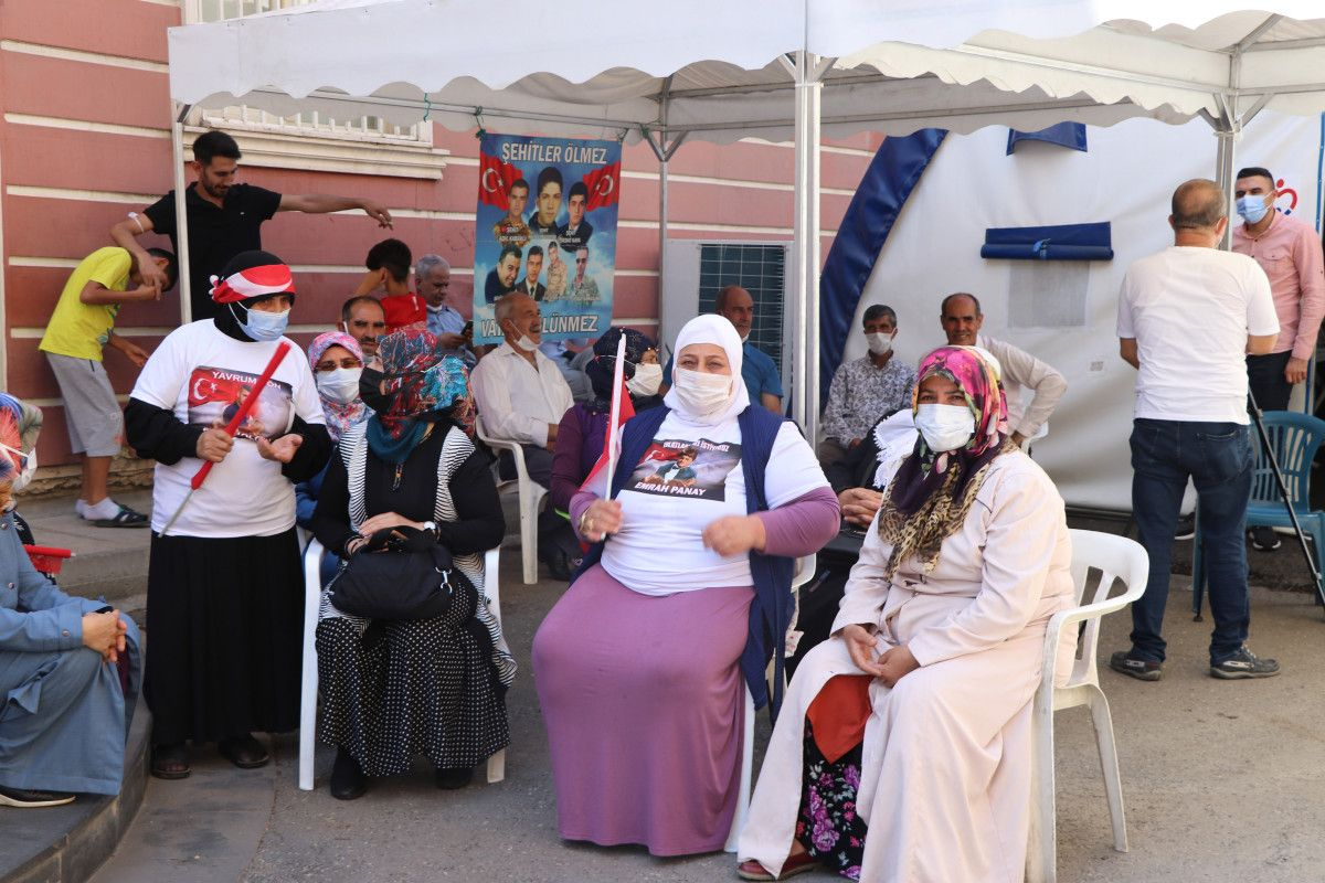 Diyarbakır daki annelere, Almanya da nöbet tutan anneden destek ziyareti #6