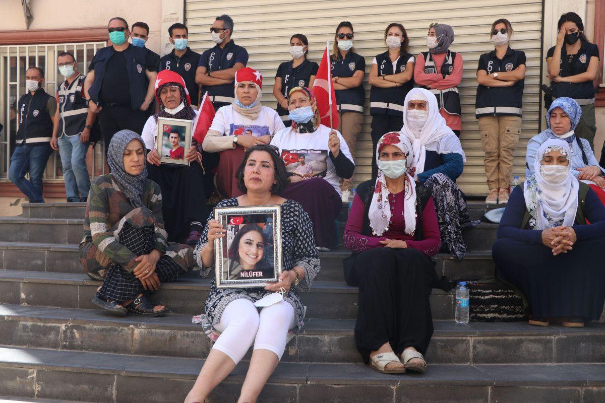Diyarbakır daki annelere, Almanya da nöbet tutan anneden destek ziyareti #1