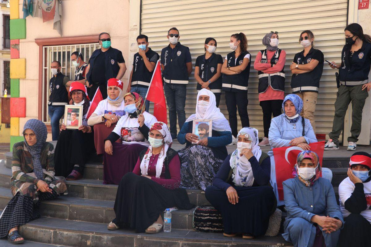 Diyarbakır daki annelere, Almanya da nöbet tutan anneden destek ziyareti #3