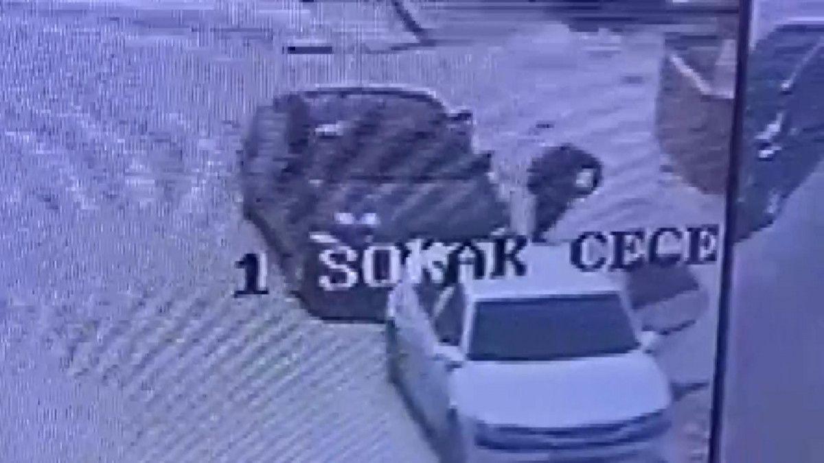 Konya da araç takibi yapan hırsızlar, camı kırıp 200 bin lirayı çaldı #5