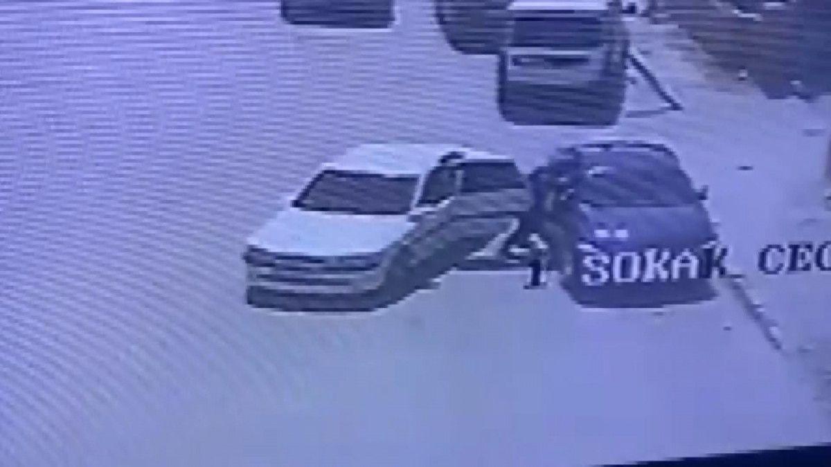 Konya da araç takibi yapan hırsızlar, camı kırıp 200 bin lirayı çaldı #1