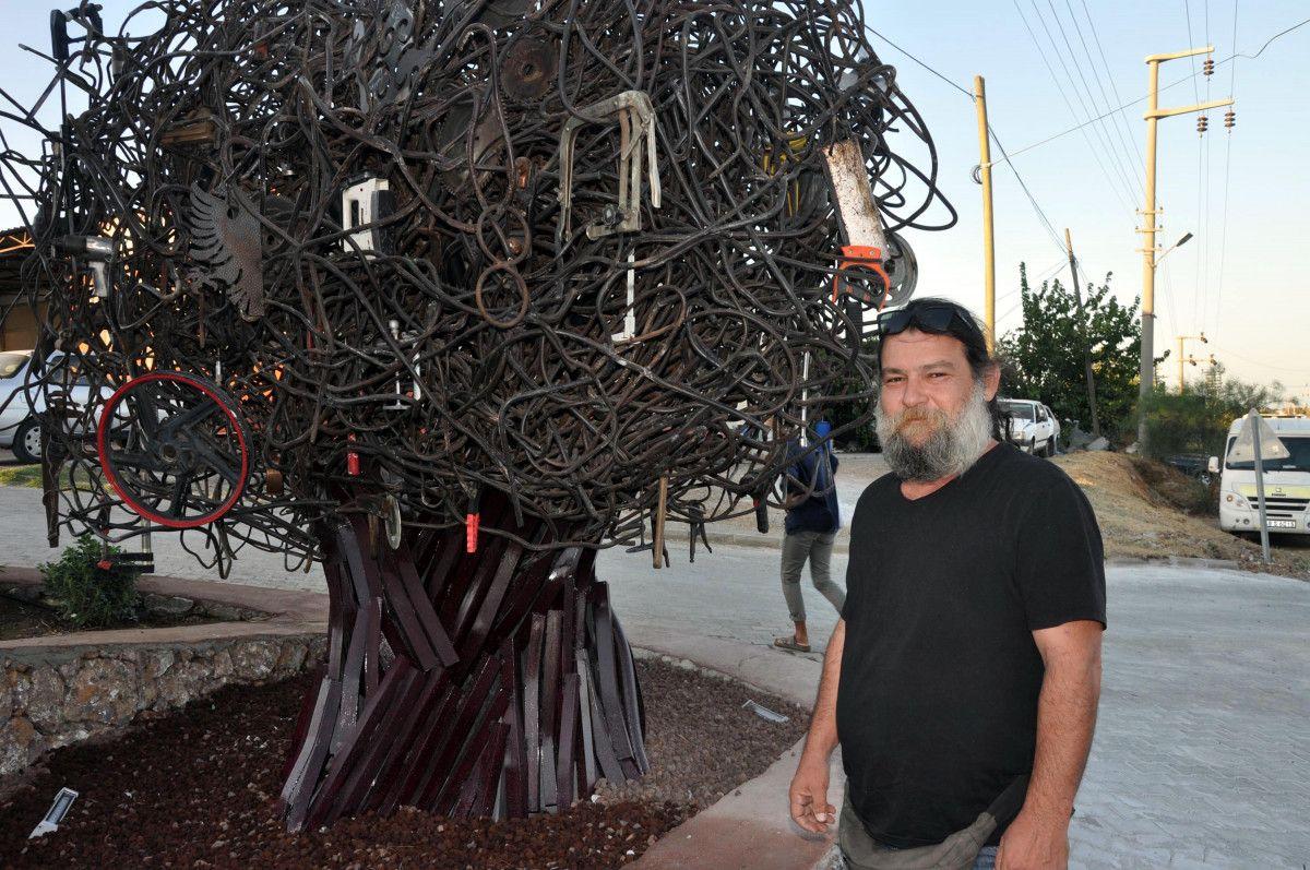 CHP li Datça Belediyesi nin Sanayi Ağacı heykelinin açılışı, kimse gelmeyince ertelendi #3