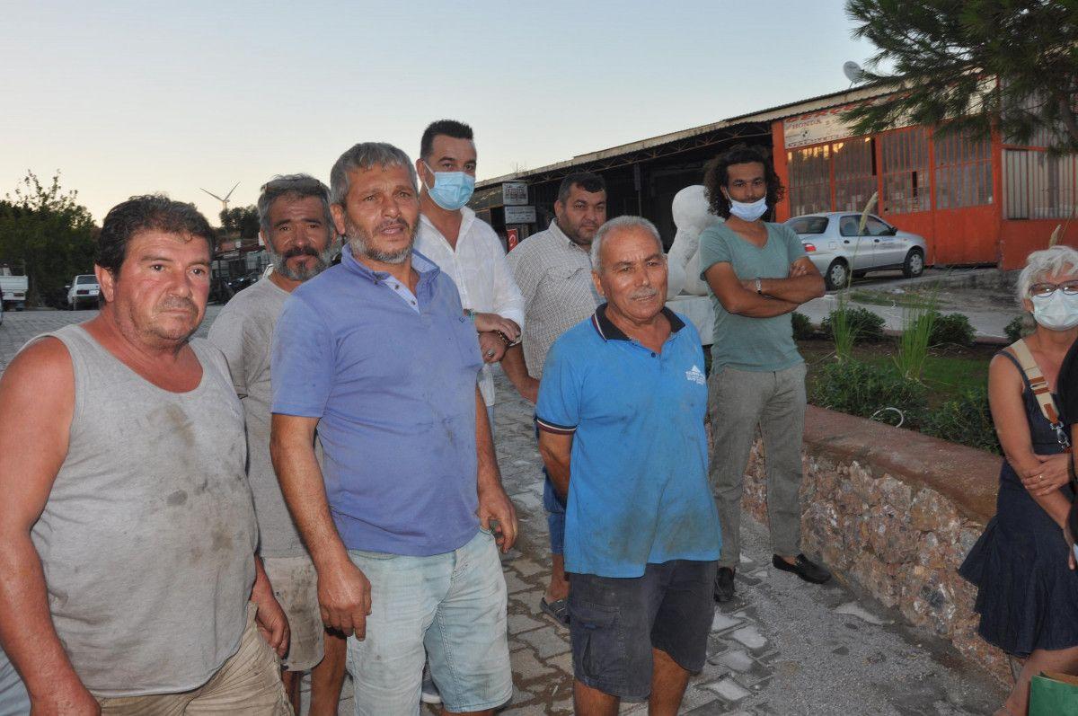 CHP li Datça Belediyesi nin Sanayi Ağacı heykelinin açılışı, kimse gelmeyince ertelendi #4