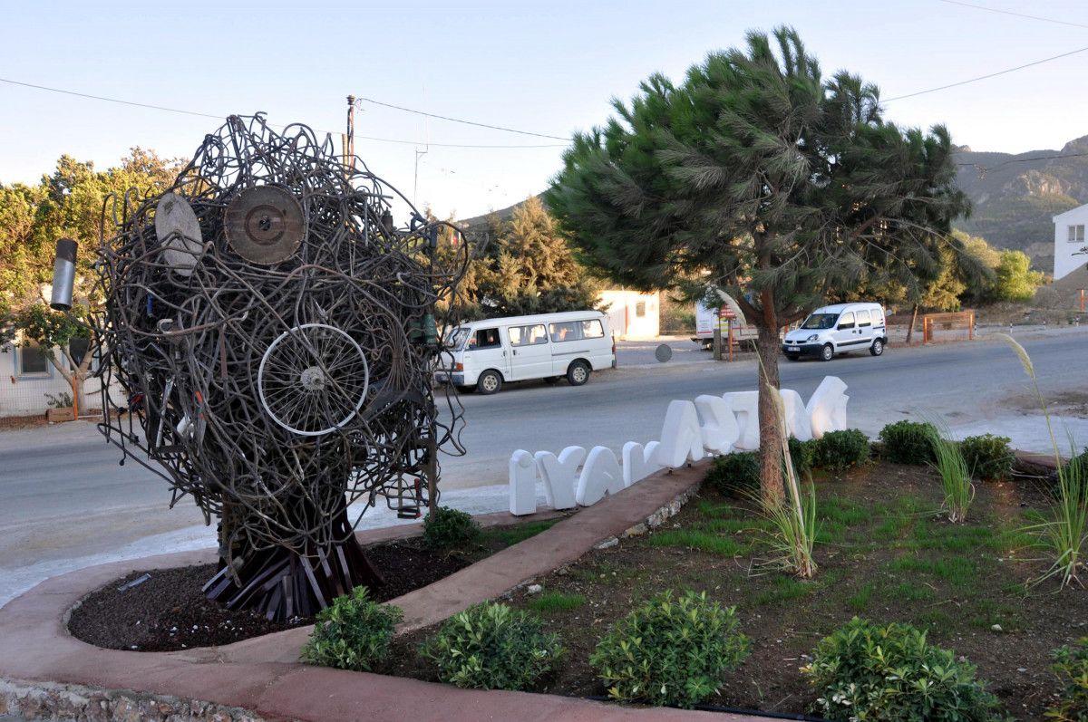 CHP li Datça Belediyesi nin Sanayi Ağacı heykelinin açılışı, kimse gelmeyince ertelendi #5