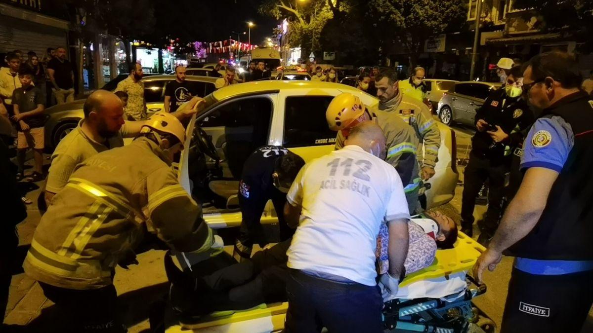 Bursa da polisten kaçan alkollü sürücü kaza yaptı: 2 yaralı #1