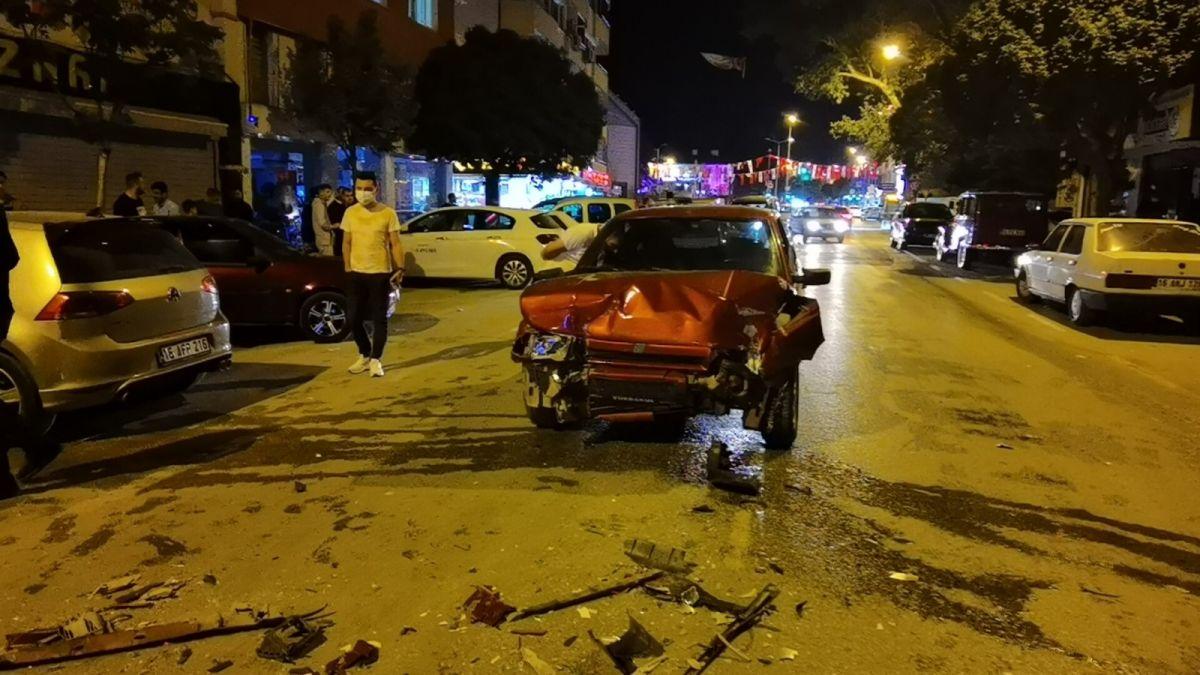 Bursa da polisten kaçan alkollü sürücü kaza yaptı: 2 yaralı #10