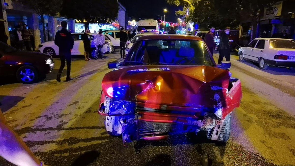 Bursa da polisten kaçan alkollü sürücü kaza yaptı: 2 yaralı #2