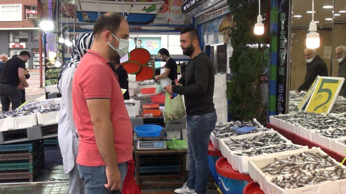 Rize'de kilosu 5 TL ye düşen istavrit, kasalarla satılıyor #2